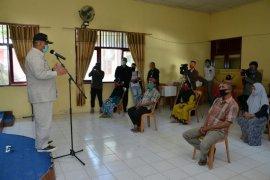 Gubernur Gorontalo salurkan bantuan pangan di Kabupaten Boalemo