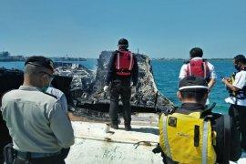 """Polisi selidiki  dua """"eks kapal asing""""  terbakar di pelabuhan Benoa"""