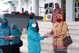 PKK Belitung Timur bagikan 750 masker cegah COVID-19