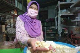 Bawang putih di Indramayu dijual Rp25 ribu per kilogram