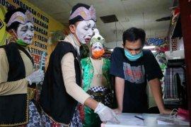 Wayang wong sosialisasikan PSBB di Cirebon