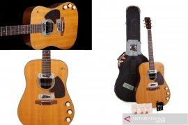 "Gitar akustik ""MTV Unplugged"" Kurt Cobain  dilelang"