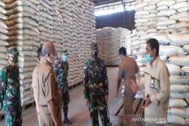 Bulog Kalsel mentargetkan 18.000 ton beras petani lokal