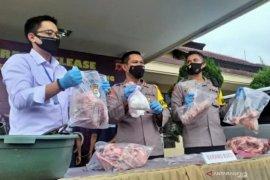 Jual daging babi diolah mirip daging sapi, 4 orang pelaku diamankan
