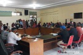 Tak dapat BST COVID-19, ratusan warga datangi DPRD Tanjungbalai