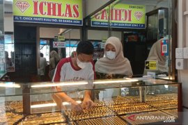 Meski harga emas turun, minat masyarakat di Aceh tetap lemah