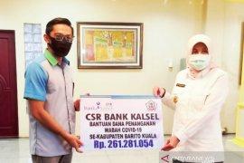 Bank Kalsel serahkan dana CSR dan APD ke Pemkab Batola