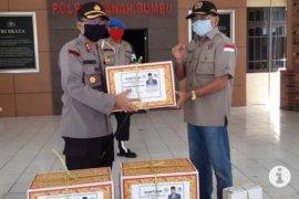 Ketua DPRD Kalsel membantu APD kepada Polres Tanah Bumbu