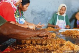 Produksi UKM jajanan tradisional di Tulungagung anjlok