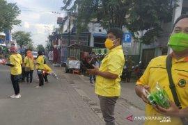 Partai Berkarya HST bagikan 4 ribu masker gratis di pasar desa