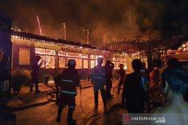 Gedung SMP di Pekanbaru ludes terbakar saat libur PSBB