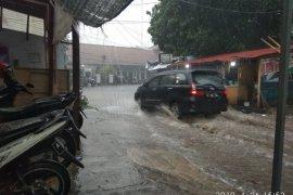Banjir bandang terjang Kecamatan  Cipanas Lebak