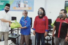 4.000 pekerja dapat bantuan sembako dari BP Jamsostek Sumbagut di May Day