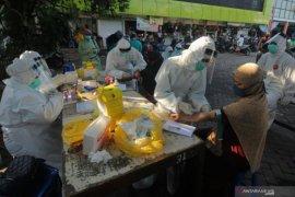 Tes cepat massal di Surabaya, ratusan orang reaktif corona