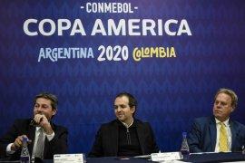 CONMEBOL : jangan ludahi dan  ciumi bola