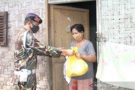 Dasba 6000 Sat Brimob bagikan ratusan paket sembako di tiga daerah di Sumut