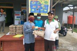 Pemdes Sendoyan salurkan paket sembako murah Pemda Sambas