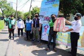 Dishub Jatim bagikan 500 paket sembako untuk pengojek daring