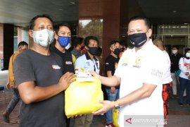 Ketua MPR Bamsoet beri bantuan bagi sopir angkot