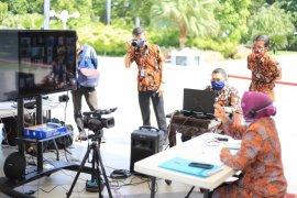 Risma motivasi pelajar SMP Surabaya di tengah pandemi COVID-19