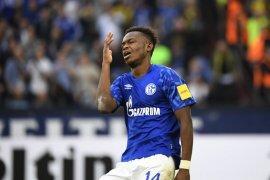 Pakai jersey Dortmund, pemain Schalke Matondo: saya naif