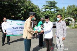 Bupati Banjar serahkan BLT Dana Desa warga terdampak COVID-19