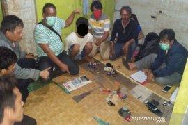 Polisi gerebek rumah temukan 25 paket  sabu-sabu siap edar
