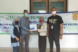 Bank Kalsel bantu pensiunan ASN 250 paket sembako