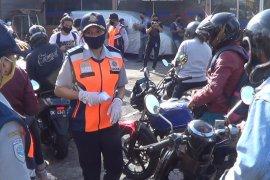 24 Kendaraan putar balik saat hari pertama penerapan PKM hari pertama di Denpasar (video)