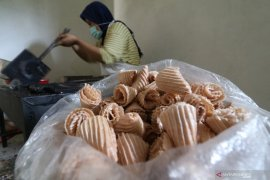 Produksi opak gambir khas Kediri
