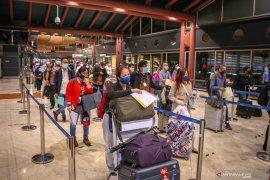 Antrean Penumpang Bandara Soekarno Hatta Page 2 Small