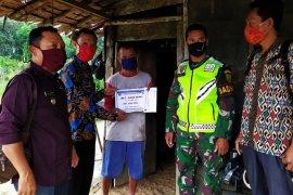Penyaluran BLT di Batanghari didampingi Bhabinkamtibmas dan Babinsa