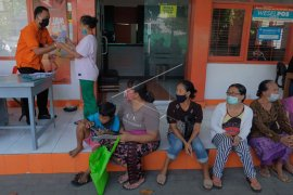 Pencairan bantuan sosial tunai di Denpasar