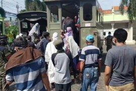 """Tes """"swab"""" bertahap dijalani ratusan warga Surabaya reaktif COVID-19"""
