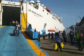181 TKI dari Malaysia tiba di Pelabuhan Tanjung Emas