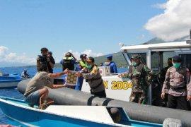 Polda Maluku Utara bagikan sembako kepada nelayan