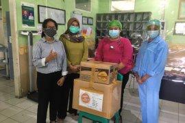 IDI Cabang Ambon salurkan bantuan APD ke sembilan rumah sakit