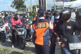 Puluhan polisi amankan arus mudik di Klungkung