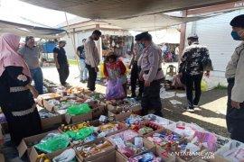 Video - Ketika Nenek Arbaiyati dapat uang kaget dari Kapolres