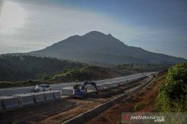 Proyek jalan tol Cisumdawu tetap berjalan