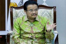 Anggota DPD nilai pemerintah terlalu berani lanjutkan pilkada Juni