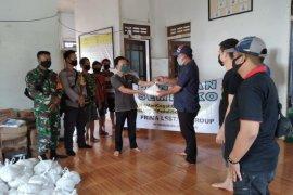 Prima Lestari group bagikan 308 paket sembako di tiga desa Kapuas Hulu