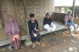 Warga Badui mualaf di pemukiman Kampung Landeuh selama Ramadhan rutin mengaji
