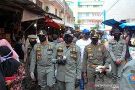 Bima Arya bubarkan kerumunan pedagang dan warga di Pasar Anyar Bogor