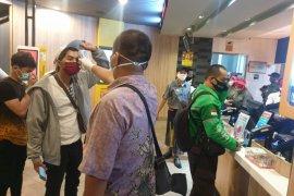Polisi temukan kedai makanan siap saji di Surabaya buka melebihi jam malam