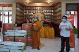 Umat Buddha bantu APD, Bupati Banyuwangi: Gotong royong kunci melewati COVID-19