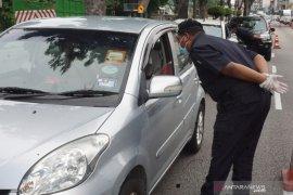 Polisi Malaysia usir balik pemudik lintas negeri