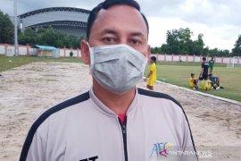 Pelatih Kalteng Putra jualan kue apam serabi
