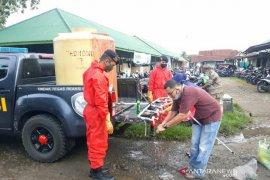 Polres Mukomuko siapkan tempat cuci tangan di pasar tradisional
