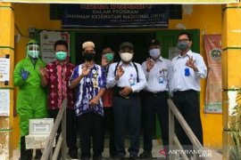 Indocement donates PPE to two puskesmas in Kotabaru